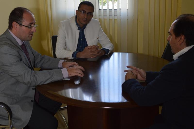 El presidente de los estudiantes de ingeniería de una universidad egipcia visita instalaciones y laboratorios de la UPCT